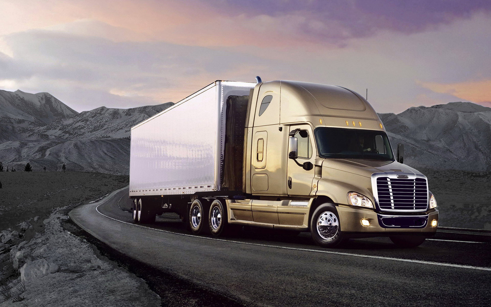 how to drive a freightliner truck